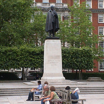 Franklin Roosevelt SIr William Reid DIck, 1947 photo from londonremembers.com